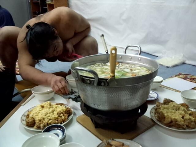 Chanko nabe - món ăn truyền thống của các võ sĩ Sumo