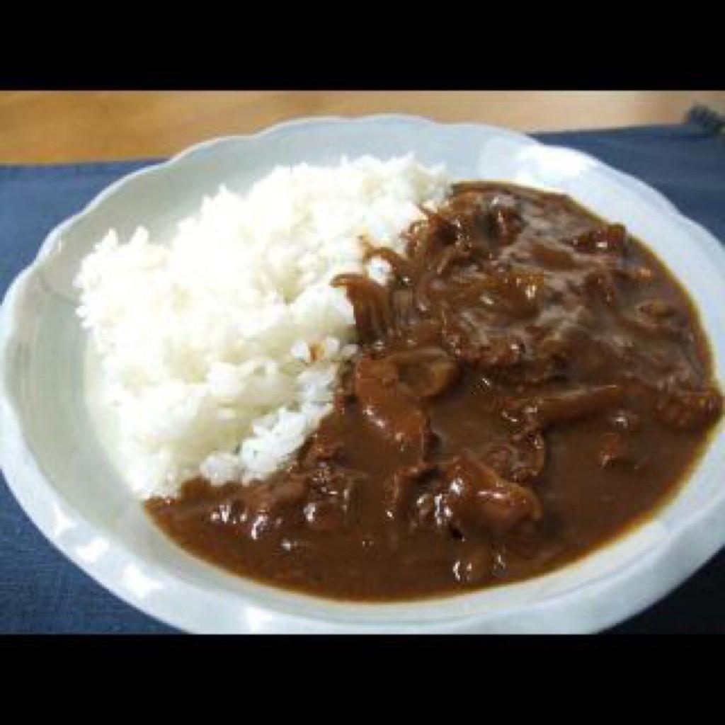 Hình thức và cách ăn Hayashi raisu rất giống với cơm cà ri, nhưng vị thì hoàn toàn khác hẳn