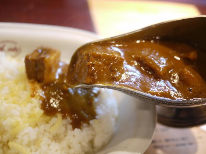 Bắt nguồn từ Ấn Độ, quê hương của cà ri, nhưng cơm cà ri Nhật có vị khác xa so với phiên bản gốc và hầu như không cay