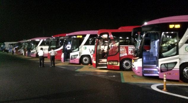 Một trạm dừng của xe buýt đêm