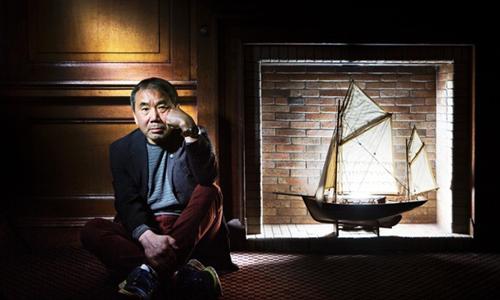 Haruki Murakami tại Hội sách Quốc tế Edinburgh. Ảnh: Murdo Macleod.