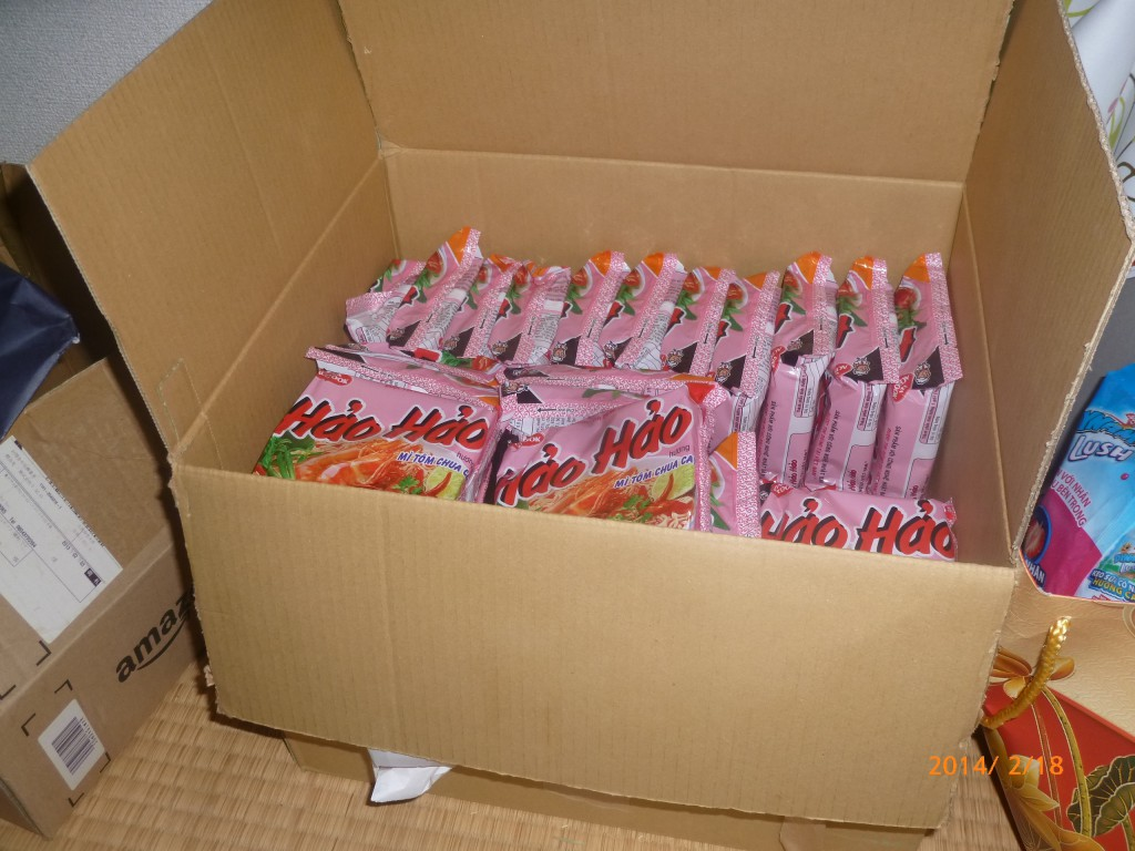 Mì hảo hảo - Nên mang gì sang Nhật - hành lý những thứ nên mang khi sang Nhật, giấy tờ đồ ăn thực phẩm quần áo đồ điện tử gia dụng thuốc có nên mang hay không - iSenpai